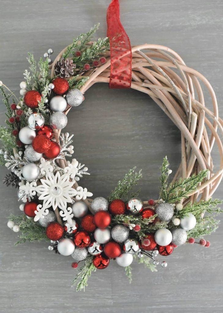 Bauble christmas wreath