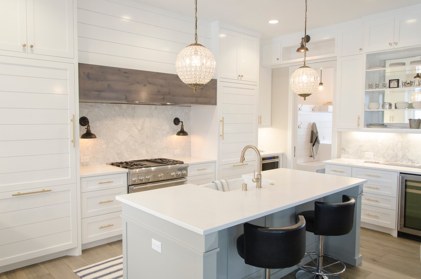 White bright modern kitchen shaker cabinets gold fixings