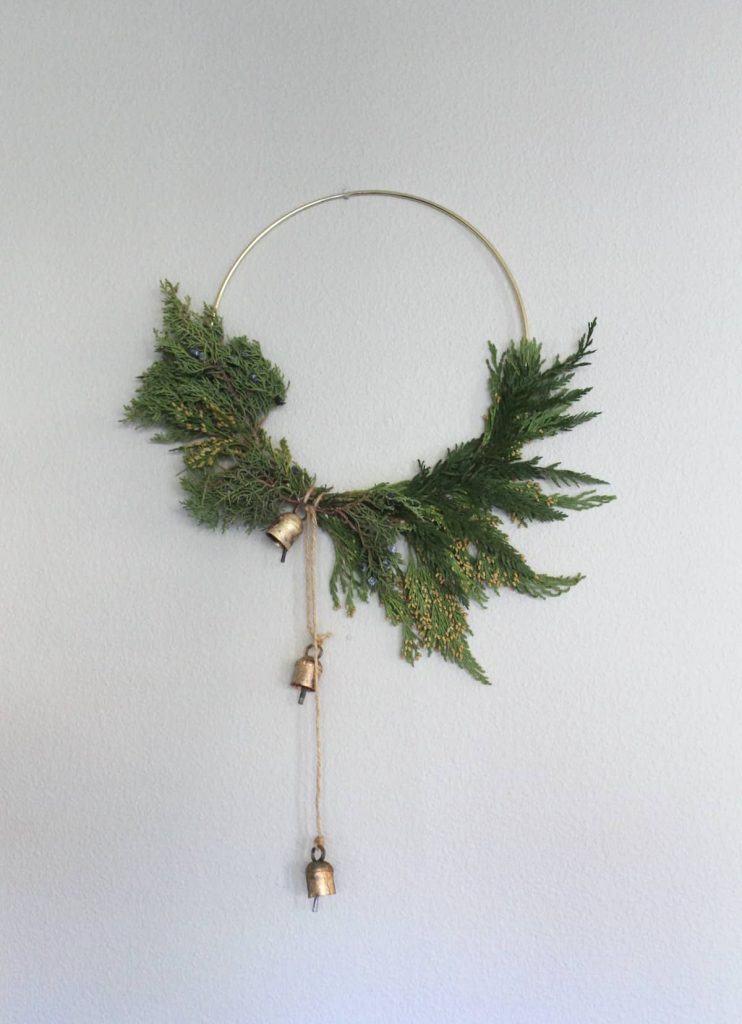 Modern hoop Christmas wreath DIY