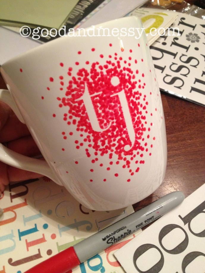 DIY 25 Handmade Gifts to Craft Your Loved Ones (or sell them, they're that good!) | Create personalised sharpie intial mug | A Visual Merriment