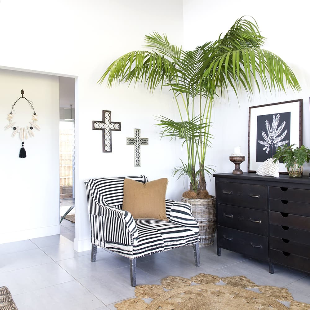 Use a white backdrop in your boho beach style room